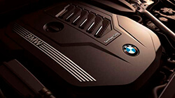 Рядный 6-цилиндровый бензиновый двигатель BMW TwinPower Turbo.