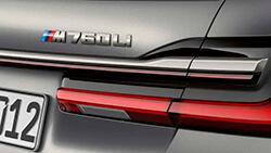 12-циліндровий бензиновий двигун M Performance TwinPower Turbo